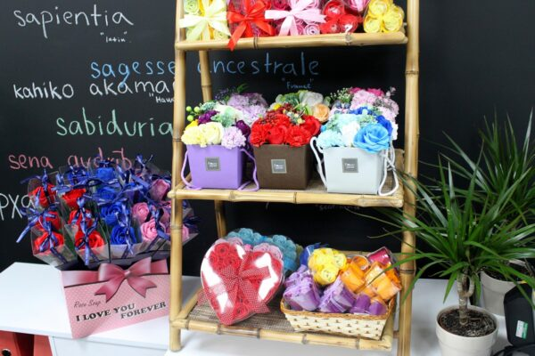 Set of 24 Soap Flower Heart Box Blue Roses Bathtime